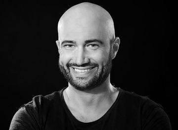 Ce personaj celebru joaca in serialul tv alaturi de Mihai Bendeac! E un actor foarte cunoscut – Foto!