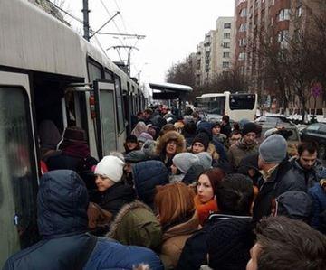 "Vreme rea in Capitala! Circulatia tramvaiului 41 este blocata pe ambele sensuri, din cauza ""ploii inghetate"""