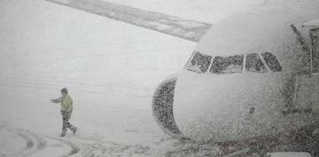 Haos pe Aeroportul Henri Coanda din cauza vremii. Avioanele nu mai decoleaza