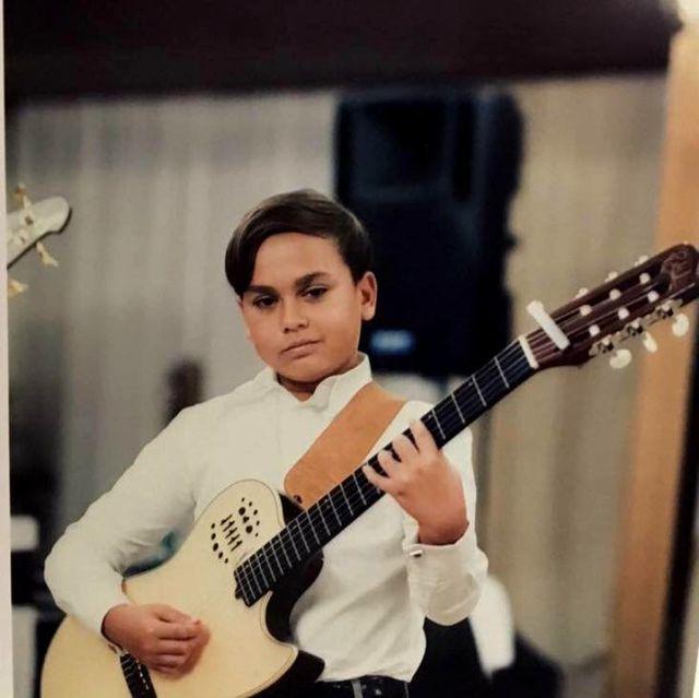 Adrian Minune are un baiat foarte talentat! La 12 ani a castigat un premiu international la... chitara clasica!
