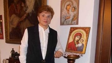 """Ionela Prodan a fost decorata de doua ori de Ion Iliescu! Presedintele a recompensat-o pe cantareata de muzica populara pentru """"crearea si transmiterea cu talent si daruire a unor opere literare semnificative""""!"""