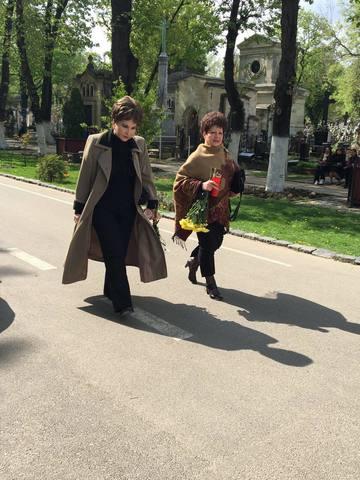 Foarte buna prietena cu Ionela Prodan, Aneta Stan a afisat o tinuta neobisnuita la priveghi! Uite cum a aparut celebra interpreta FOTO