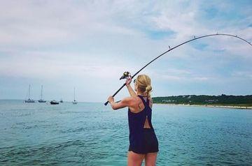 Nepoata Angelei Similea este un pescar desavarsit! Uite-o pe frumoasa Grace cum isi arata prada capturata