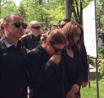 El e cel care a facut-o sa zambeasca pe Anamaria Prodan! Iata prima aparitie a vedetei dupa ce si-a inmormantat mama – Foto!