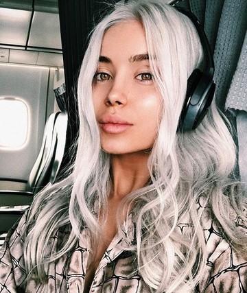 """Cea mai sexy bloggerita de la noi se marita si vrea sa mai multe rochii. """"E palpitant sa fii diva"""""""