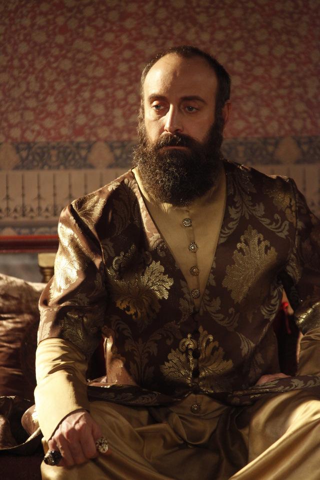 """Raspunsul genial al actorului Halit Ergenc- Sultanul Suleyman, dupa ce s-a speculat ca a pierdut un million de dolari! """"Cum sa pierd atatia bani?"""" Despre ce afacere este vorba?"""