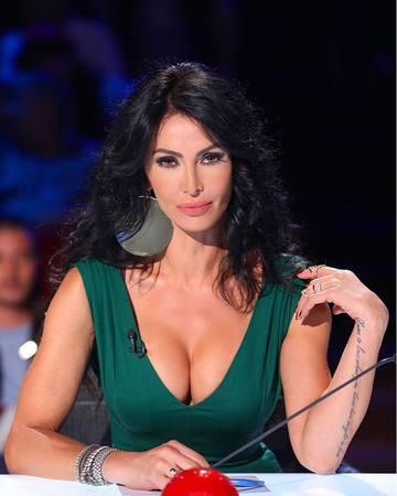 "Mihaela Radulescu a facut afirmatii scandaloase intr-o emisiune: ""Nu as vrea sa zambesc tuturor imbecililor, tuturor cretinilor, tuturor idiotilor care imi pun cele mai naspa intrebari"". Cand s-a intamplat asta | DEZVALUIRI"