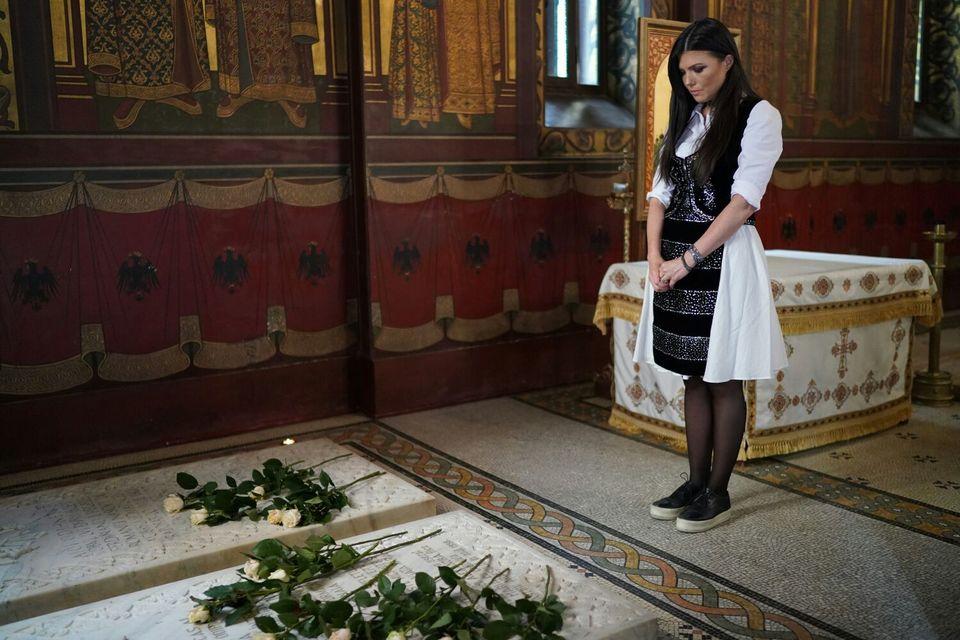 Paula Seling, momente emotionante la mormantul Regelui Mihai! Artistii, singurele personalitati prezente de Ziua Regalitatii, la Curtea de Arges