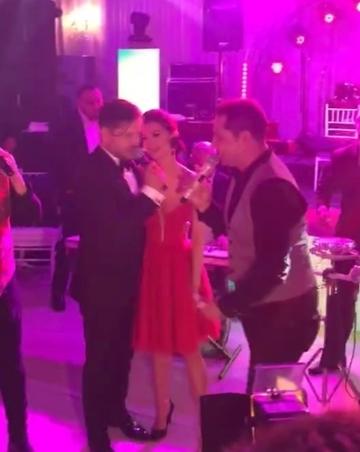 Gestul emotionant facut de Liviu Varciu pentru iubita lui la botezul fetitei lor! Frumoasa femeie a inceput sa planga! VIDEO EXCLUSIV