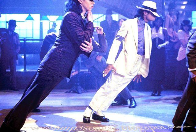 Secretul lui Michael Jackson dezvaluit! Cum a reusit artistul sa faca imposibilele miscari din Smooth Criminal