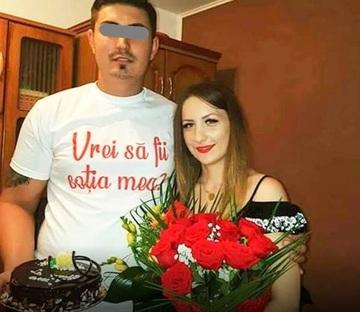 """O cantareata din Romania a fost ceruta in casatorie printr-o metoda originala: """"M-a trezit sa vin sa-l ducem la spital ca si-a rupt piciorul!"""""""