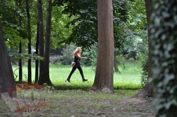 VIDEO   Face Kangoo Jumps in parc, ca sa stea bine pe crac! Tania Budi se antreneaza din greu ca sa arate trasnet pe plaja