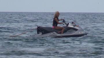 VIDEO Cea mai excentrica sotie de milionar calareste skijet-ul si isi arata talentul! Sidonia se simte libera la mare si cu bani in buzunare