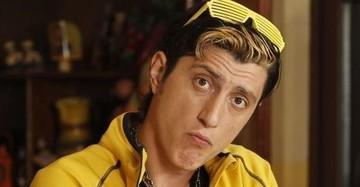 "VIDEO EXCLUSIV! ""Giani"" din ""Las Fierbinti"" e un tatic model! Actorul si-a scos fiul in oras, l-a tinut de mana si l-a pupat cu drag! Avem imagini spectaculoase cu Constantin Dita la mall! E cu totul alt om in viata reala!"