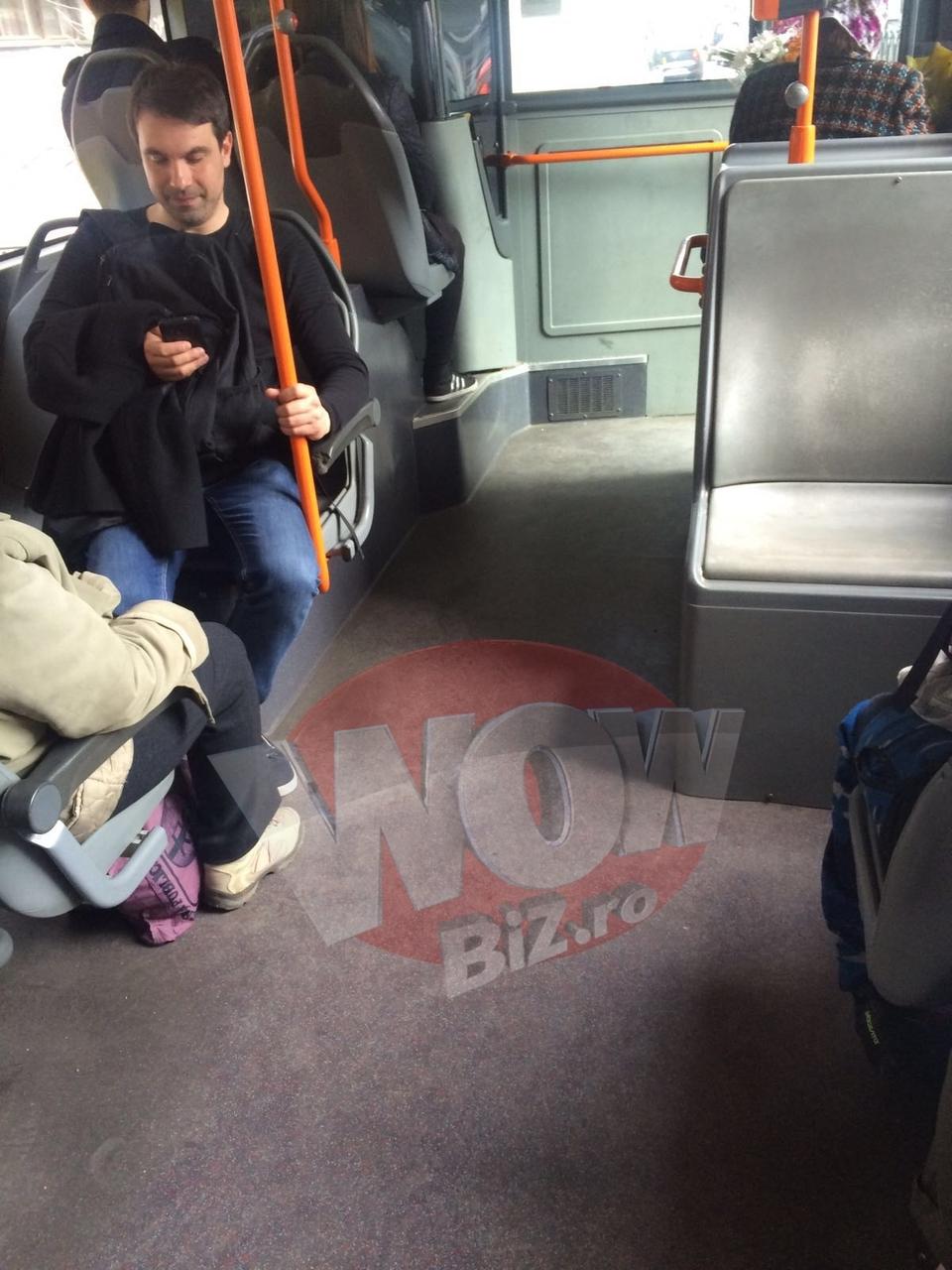 "FOTO EXCLUSIV! Alexandru Papadopol se plimba cu autobuzul laolalta cu ""muritorii de rand""! Cunoscutul actor nu si-a luat aere de vedeta, cu toate ca-l stie o tara intreaga!"