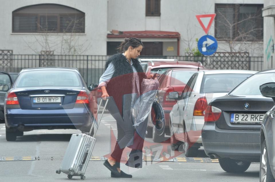 VIDEO EXCLUSIV | Anca Serea mai are putin si naste, dar cara bagaje si haine! Superba mamica a ajuns acasa epuizata. Ultima luna de sarcina ii da de furca frumoasei prezentatoare tv! Poate intra in travaliu in orice clipa
