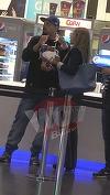 Video! Ombladon si-a scos sotia la un popcorn! Rapper-ului ii place sa stea departe de ochii presei, spre deosebire de colegul sau Cheloo