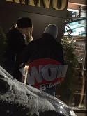 Mircea Lucescu a fugit de frigul din Rusia si a dat peste gerul din Bucuresti! Si-a scos sotia la cina, dar a inghetat in fata restaurantului! Video exclusiv