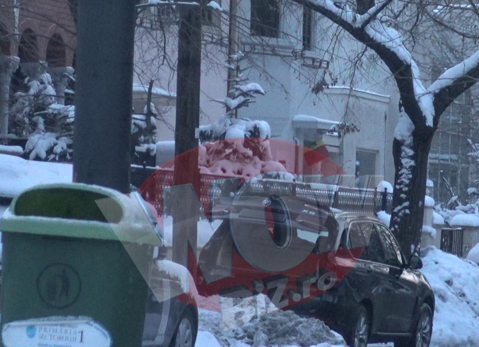 Faza inceputului de an! Ilie Nastase a uitat masina deschisa si cu portbagajul ridicat! S-a intamplat chiar in fata casei sale! VIDEO EXCLUSIV