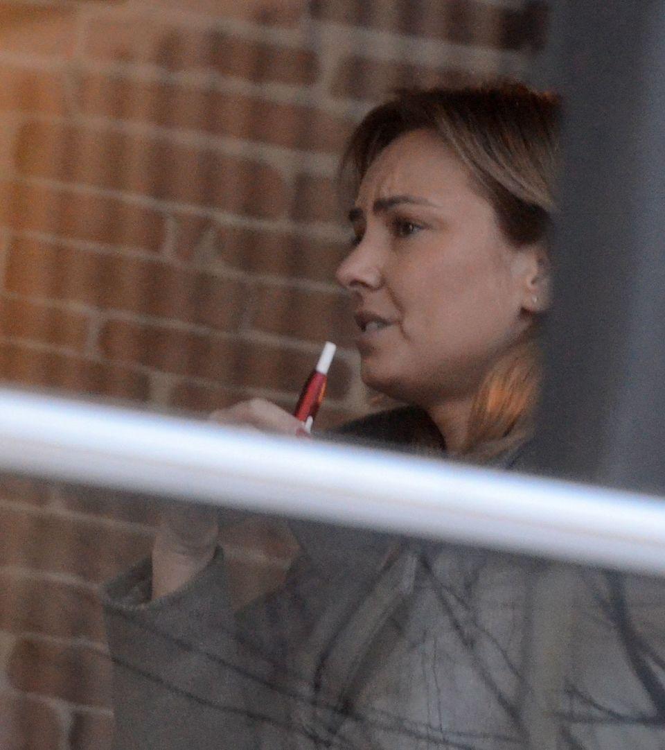 Roxana Ionescu respecta normele ISU si atunci cand fumeaza tigara electronica! VIDEO EXCLUSIV
