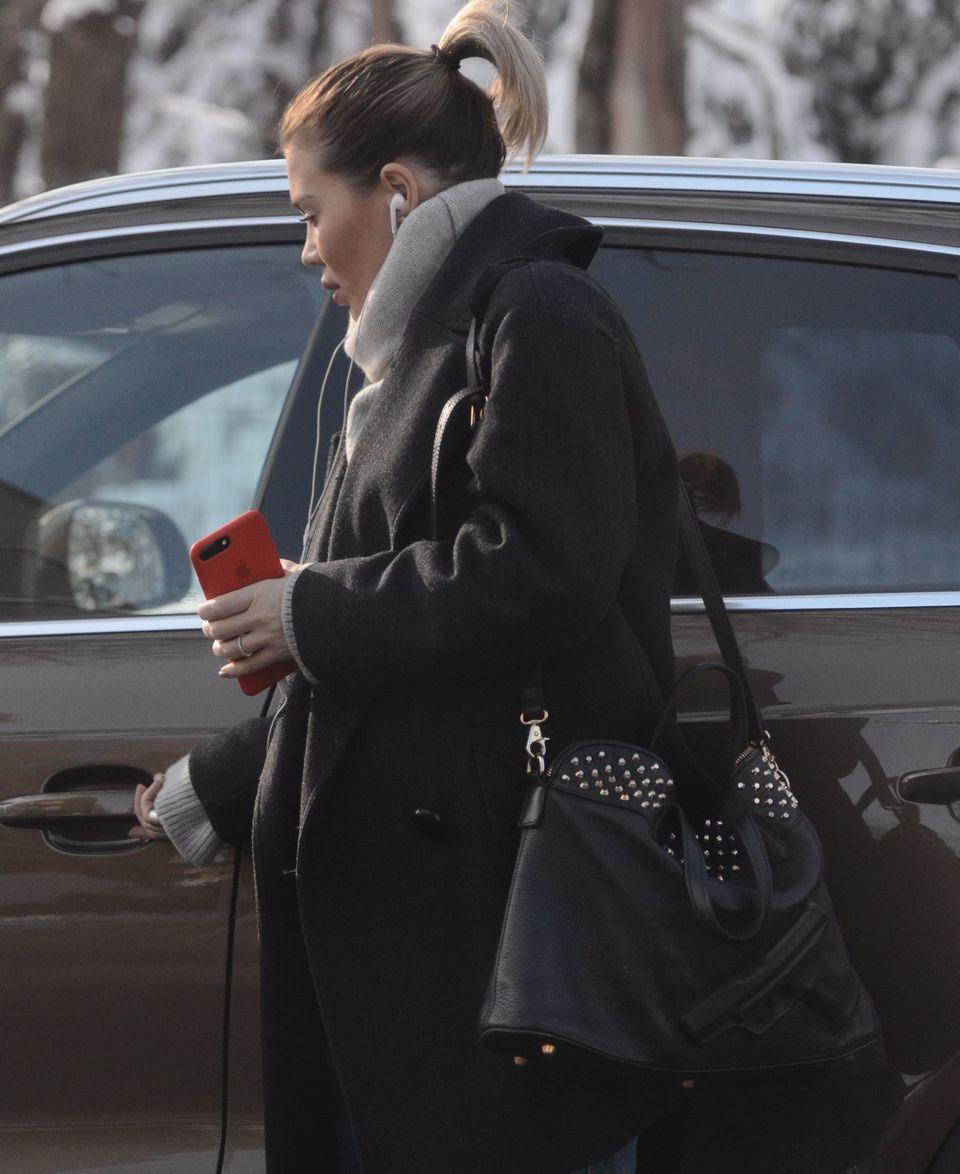 Ginuta savureaza in masina cafeluta! Gina Pistol si-a deszapezit singura automobilul VIDEO EXCLUSIV
