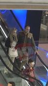 Ce mult se iubesc! Bianca Brad si iubitul ei se plimba prin mall, tinandu-se de mana! Relatia lor pare mai puternica dupa ce au trecut peste mai multe drame, care ar fi daramat alte cupluri ce par mai solide! Video exclusiv