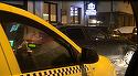Alex Velea s-a imbracat ca un gangster si a scos din sarite un taximetrist! Soferul artistului a blocat circulatia si a fost la un pas sa loveasca alta masina VIDEO EXCLUSIV