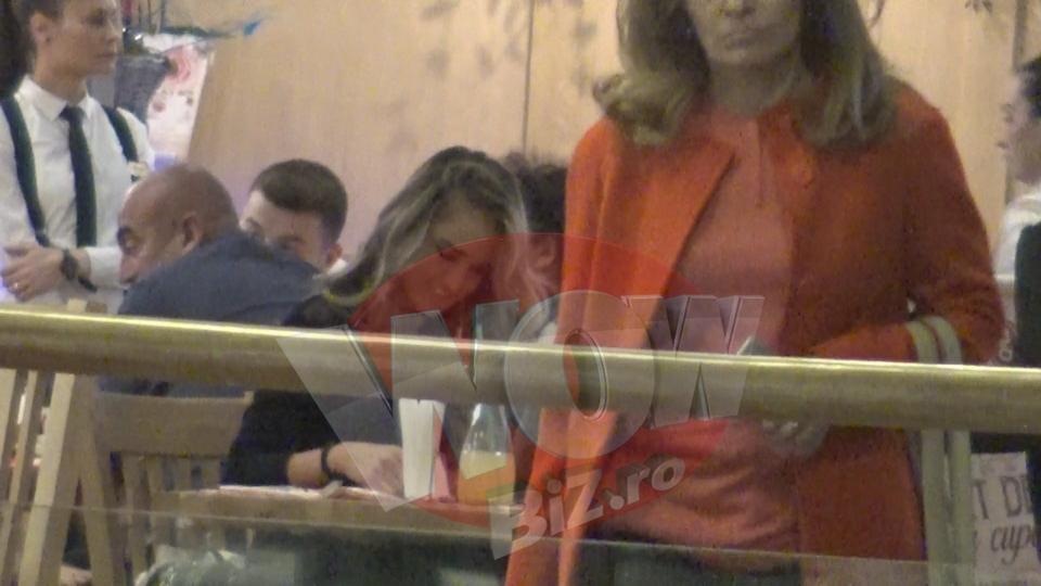 Ce face Diana Munteanu de cand e somera?! Vedeta si-a scos prietenele in oras ca sa mai uite de probleme si a incercat sa zambeasca non-stop