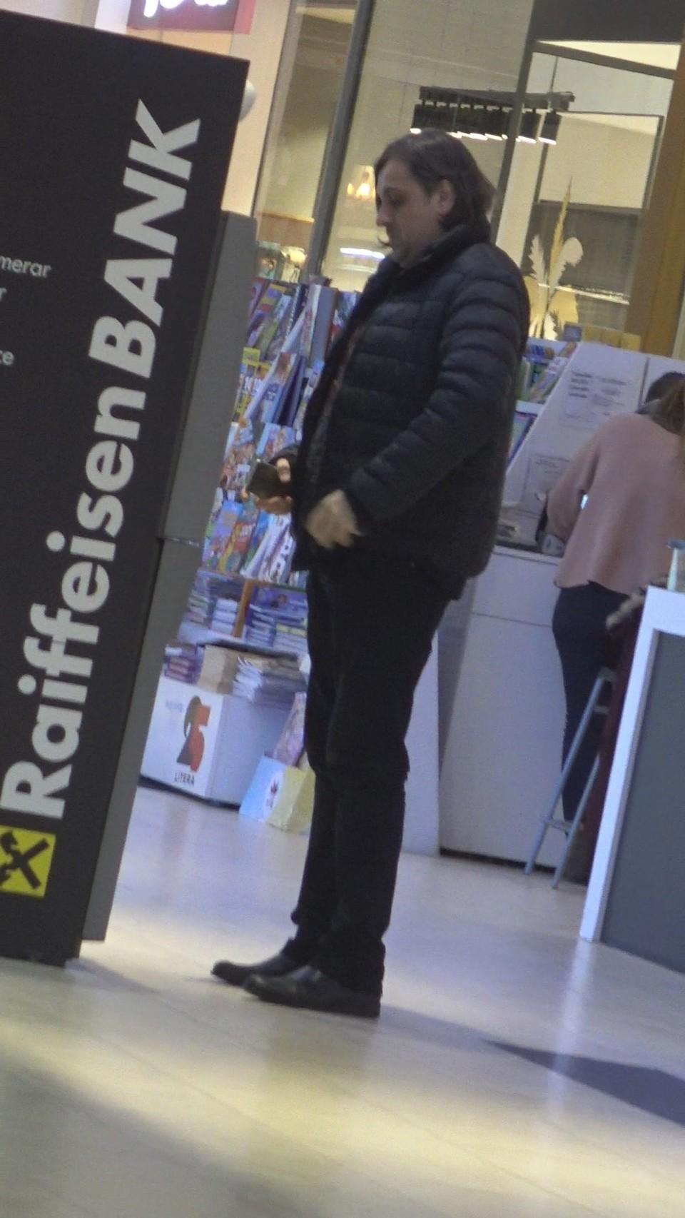 Ras, tuns si frezat, Petru Mircea pare alt barbat! Fostul sot al raposatei Madalina Manole si-a schimbat freza intr-un salon din mall   VIDEO EXCLUSIV