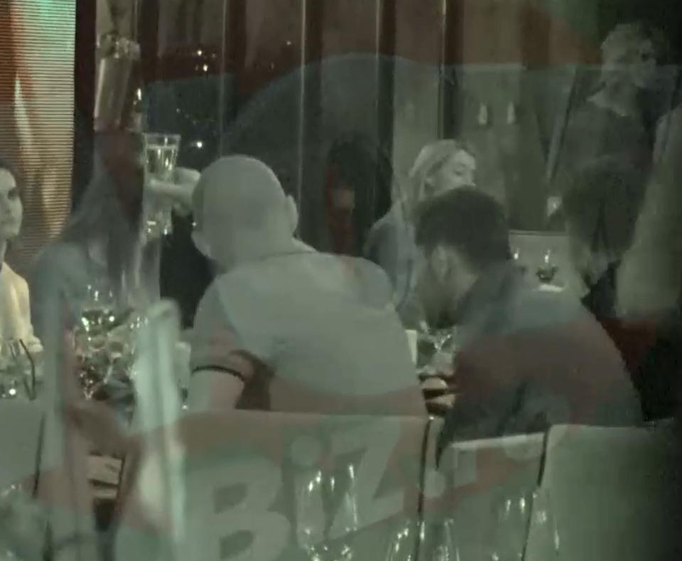 Stelistii, in frunte cu Reghe, si-au scos sotiile la cina de Ziua Indragostitilor! Tamas a fost din nou one-man-show! Avem cele mai tari imagini de Valentine's Day! | VIDEO EXCLUSIV