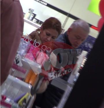 Nu l-ai vazut niciodata asa pe Sorin Oprescu! Fostul primar al Capitalei e mielusel la cumparaturi, alaturi de iubita sa, ajunsa sefa lui la spital | VIDEO EXCLUSIV