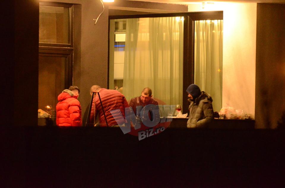 Liviu Varciu si-a chemat prietenii la un gratar, dar si-a dat seama ca nu are pe ce frige carnea in curte! Vedeta a dat petrecere de ziua lui, dar si de casa noua VIDEO EXCLUSIV