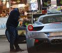 Milionarul cu Ferrari a facut senzatie la benzinarie! Peter Imre i-a impresionat pe baietii de la pompa VIDEO EXCLUSIV
