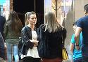Laura Cosoi, cand se pune pe barfa, blocheaza circulatia in mall! S-a vazut cu o prietena si s-au pus pe povestit VIDEO EXCLUSIV