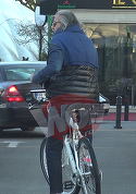 As in racheta, dar s-a dat pe bicicleta! Imagini tari rau de tot cu Ilie Nastase la plimbare pe doua roti   VIDEO