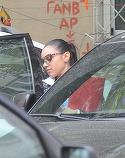"""Carmen Minune nu mai este de mult """"fetita lui tata""""! Cantareata conduce un SUV de 50.000 de euro, circula cu boxele date la maxim prin oras in timp ce fumeaza tacticos ca Rihanna in videoclipuri VIDEO EXCLUSIV"""