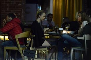 Barbie de Romania, agatata in timp ce lua masa cu niste prieteni!  Uite ce provocator s-a imbracat Video exclusiv