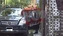 Ionut Dolanescu nu-i un sofer tocmai priceput! Conduce un bolid pe care abia il parcheaza in curtea vilei tatalui sau! Cum mai arata casa pentru care se bat fratii Dolanescu VIDEO EXCLUSIV