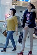 "Neti Sandu, fara machiaj! Cum arata vedeta IN REALITATE? ""Mama horoscopului"" se apropie de 60 ani, dar nu isi arata deloc varsta! Paparazzii WOWbiz.ro au surprins-o la plimbare in mall VIDEO EXCLUSIV"