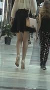 Monica Gabor, la un pas sa calce stramb! Fusta scurta i-a scos in evidenta picioarele interminabile, dar... Un amanunt incredibil era gata-gata s-o puna in incurcatura! VIDEO EXCLUSIV