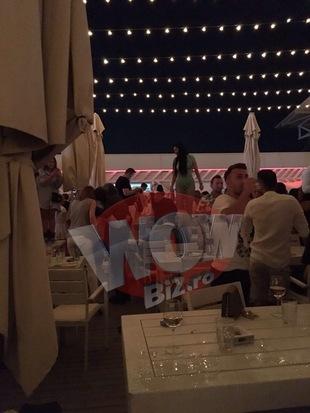 Brigitte a mers la mare fara Ilie Nastase si a dansat toata seara pe mese! Bruneta a facut spectacol in cel mai tare club de pe litoral | VIDEO EXCLUSIV
