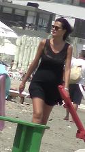 Imagini rare cu sotia lui Madalin Voicu!  Carmen a iesit la plaja, iar paparazzi au reusit sa o surprinda in costum de baie VIDEO EXCLUSIV