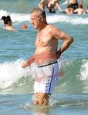 Avem imaginile anului cu Gigi Becali facand baie in mare! Milionarul arata senzational la 59 de ani! A facut spectacol pe o plaja din Mamaia! | VIDEO EXCLUSIV