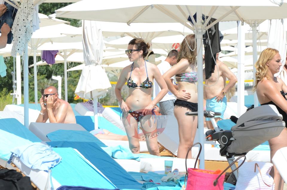 Primele imagini cu burtica Mariei Marinescu, dupa ce a recunoscut ca este gravida!! S-a bronzat pe plaja din Mamaia si a poftit la gogosi | VIDEO EXCLUSIV