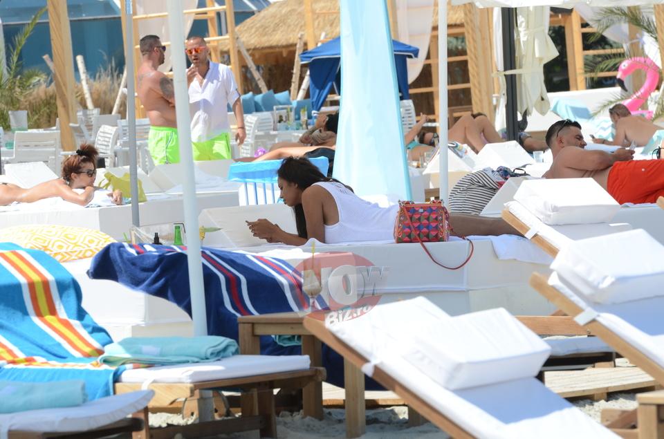 Laurette a oferit o priveliste de vis barbatilor de pe plaja! Cum s-a relaxat, pe un pat, frumoasa vedeta VIDEO