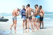 Catalin Botezatu, invidiat de toate femeile de pe litoral!! S-a inconjurat de o armata de musculosi, la malul marii