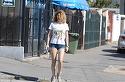 Ea este cu siguranta cea mai sexy nevasta de ministru din actualul Guvern! Alina Laufer a iesit pe strada intr-o pereche de pantaloni scurti, minusculi, care ii puneau in evidenta posteriorul bombat | VIDEO EXCLUSIV