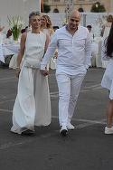 """Giulia Anghelescu si-a facut praf pantalonii albi la o petrecere!! A """"maturat"""" cu ei pe jos pana le-a schimbat culoarea VIDEO EXCLUSIV"""