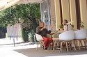Madalin Voicu a iesit in oras cu pantaloni rosii si un ghiul imens pe degetul mic | VIDEO