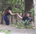 "Primele imagini cu ""nora"" lui Mircea Geoana! Fiul politicianului si-a invitat iubita in parc, dar... a bagat-o in ""boscheti"" VIDEO EXCLUSIV"